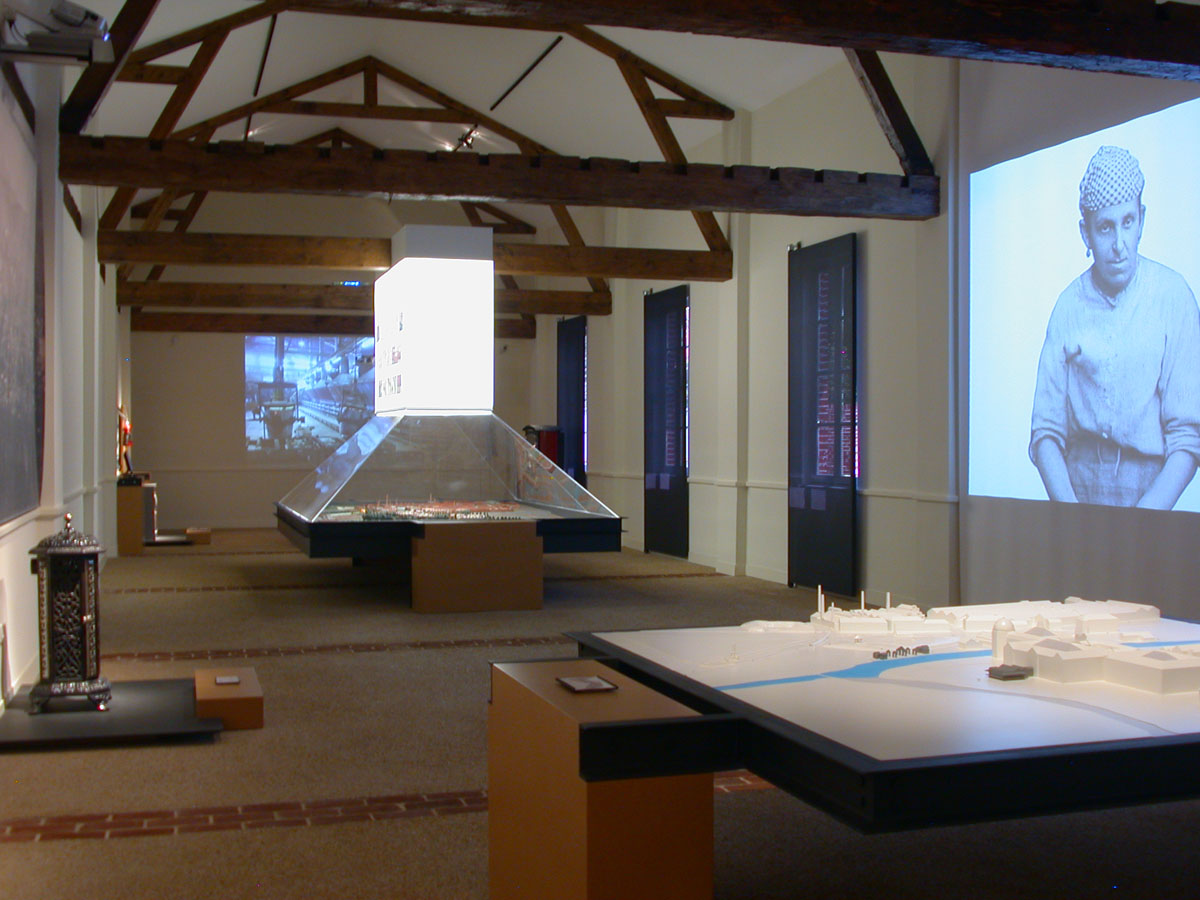 L'exposition permanente des économats est une traversée dans la ville de Guise.