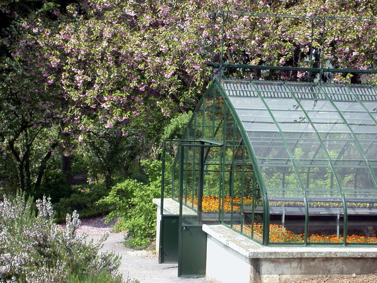 Le jardin d'agrément du Familistère est équipé d'une serre.