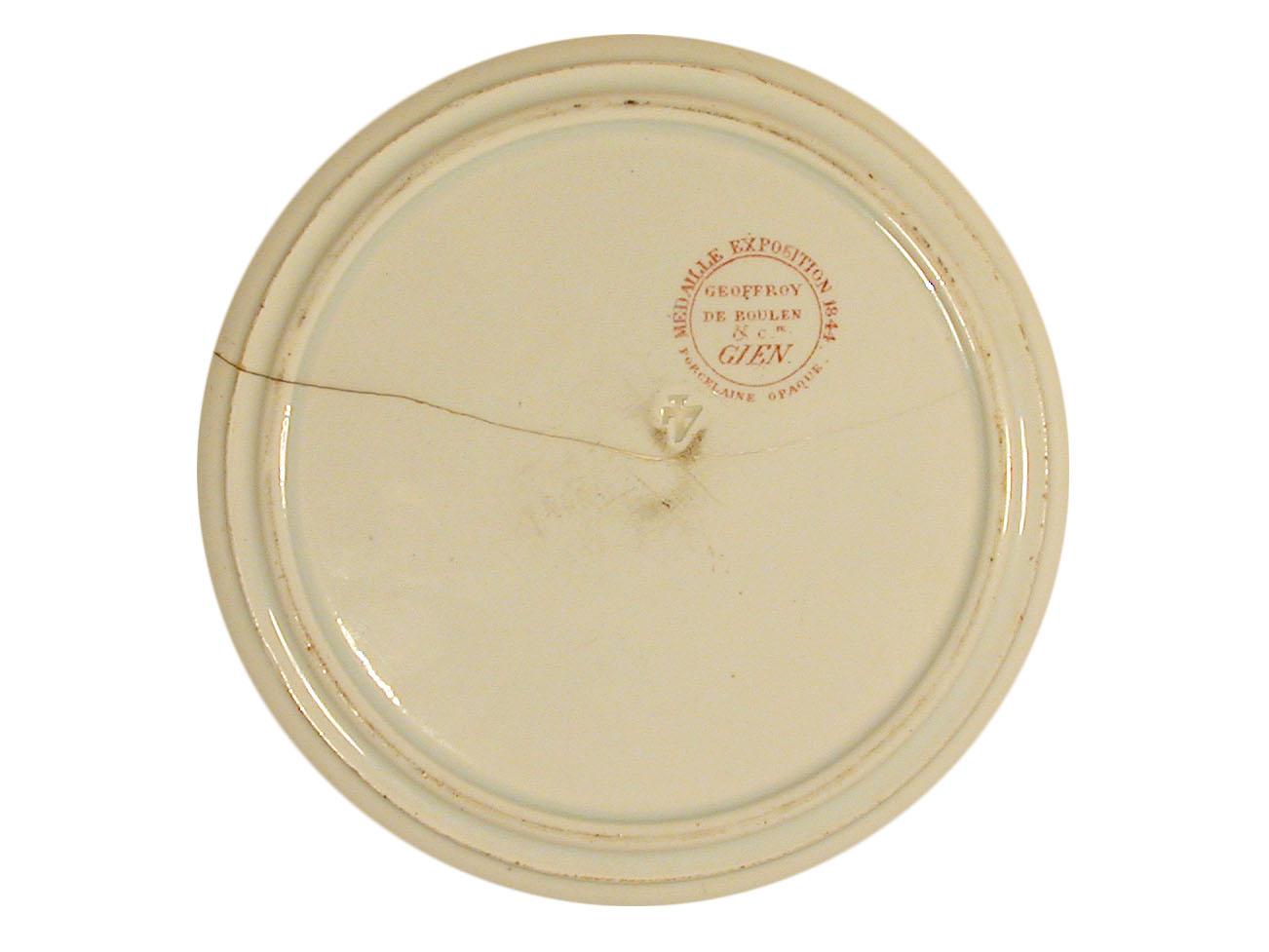 Sur le revers de l'assiette, se trouve la marque du fabricant.