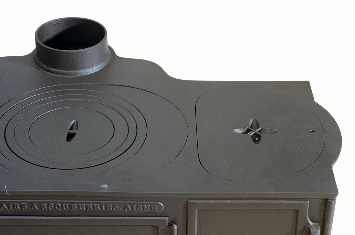 La photographie montre une partie du dessus de la cuisinière n°36.