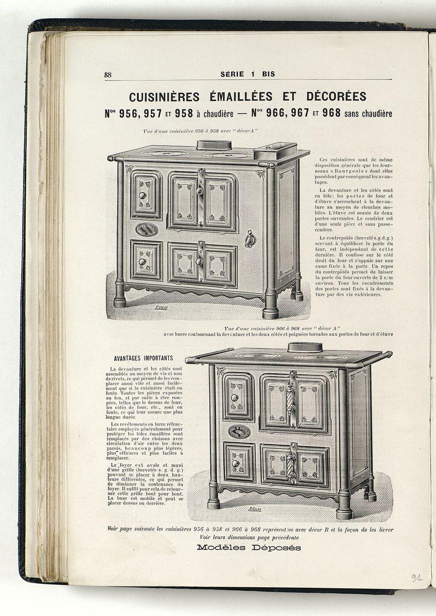 La page du catalogue présente les modèles de cuisinières émaillées avec et sans