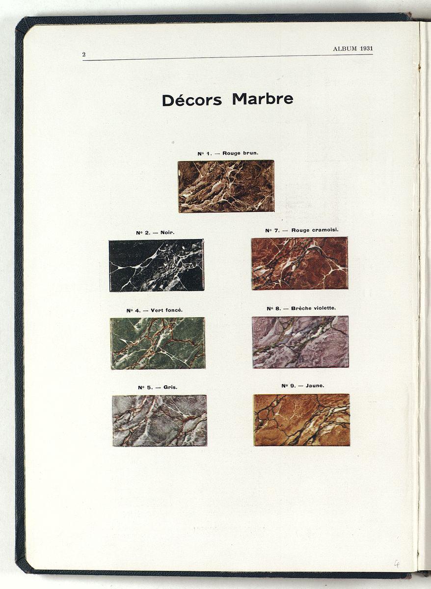 La page du catalogue de 1931 présente en couleur les décors émaillés à l'imitati