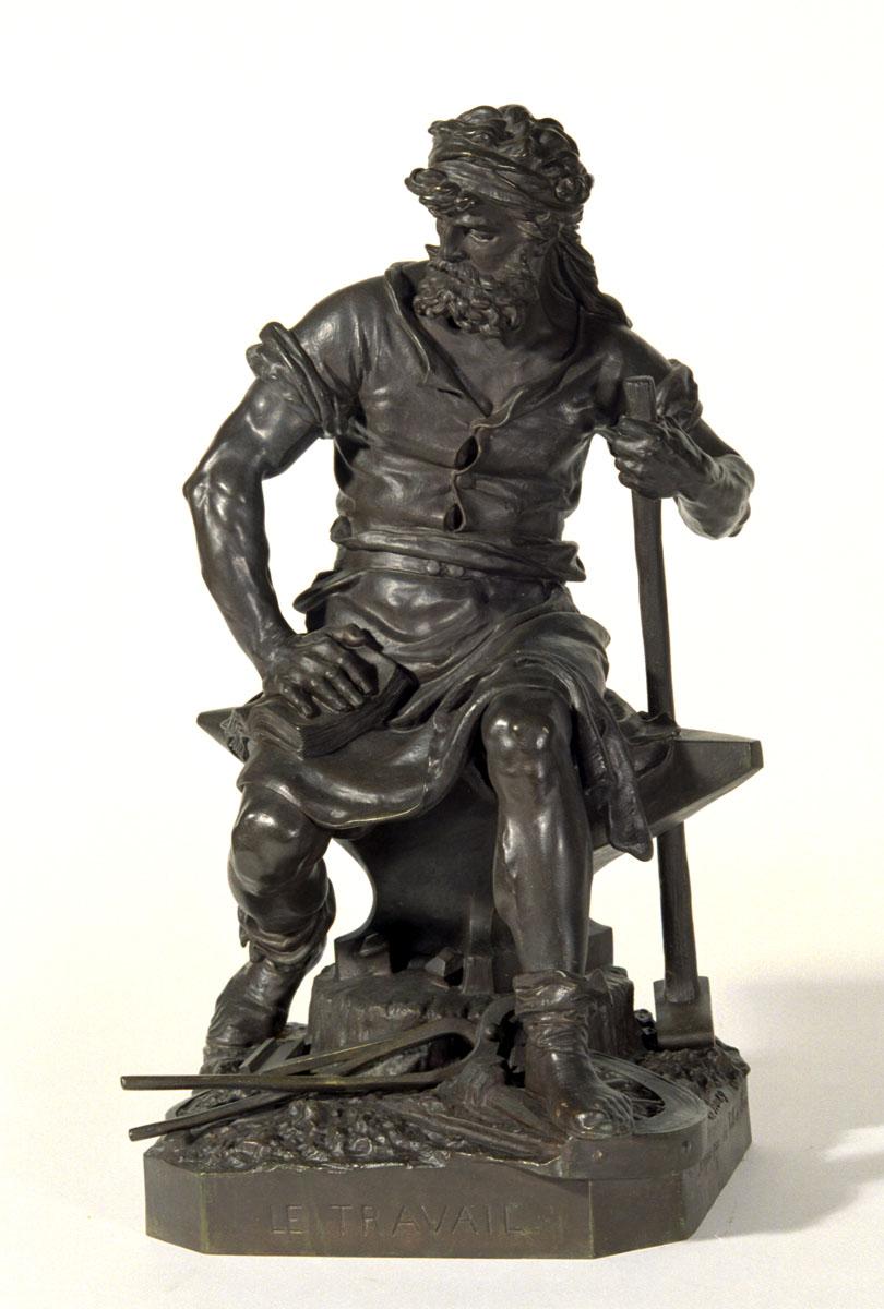 Vue de face de la statuette du Travail de Charles-Auguste Lebourd.