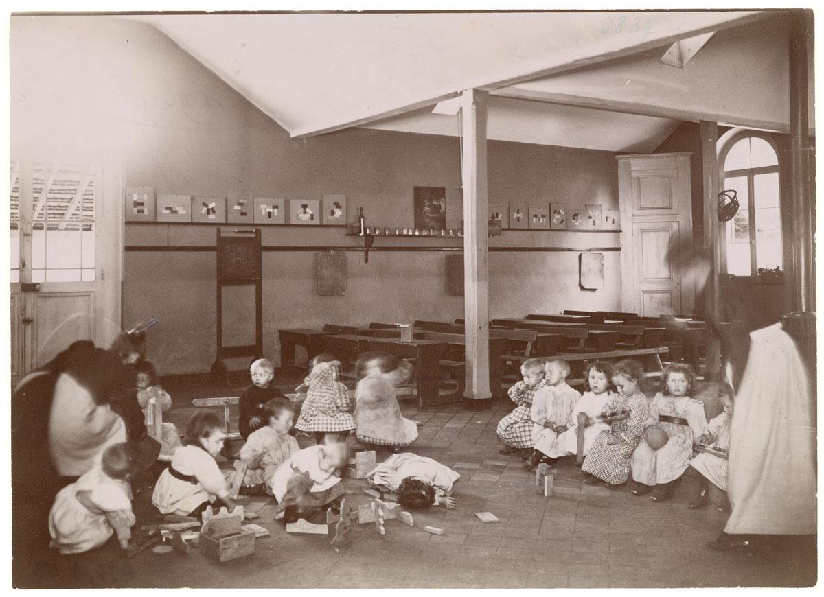 La photographie montrer des enfants jouant à un jeu de construction.