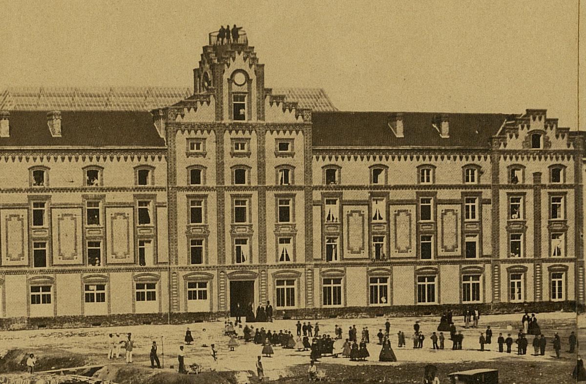 Détail de la photographie du Familistère montrant le belvédère.