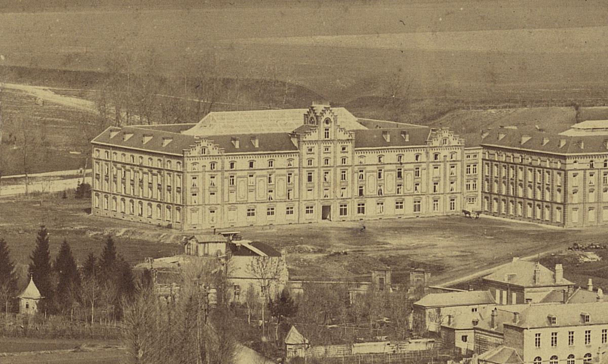 Détail du panorama du Familistère montrant le pavillon central.
