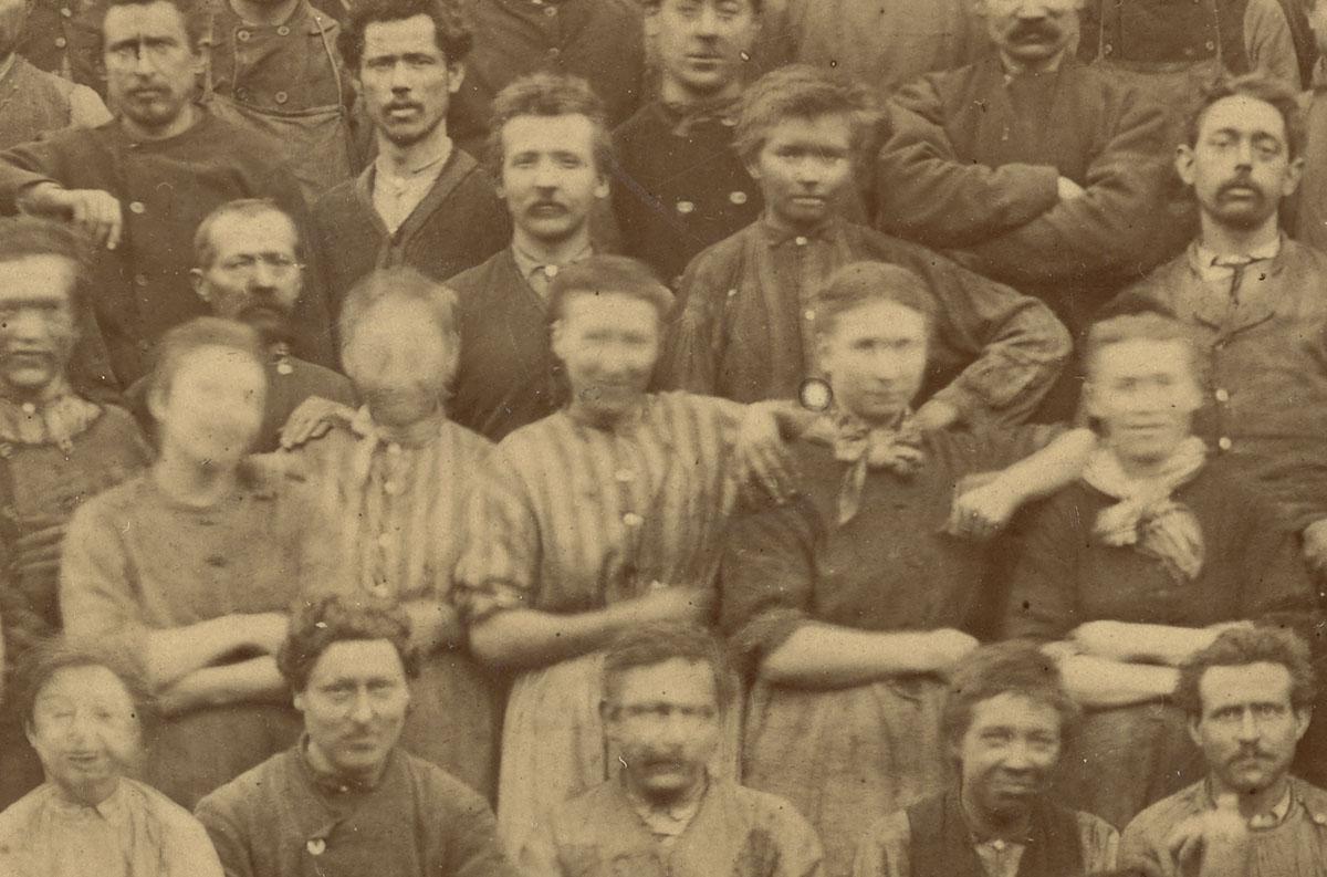 Détail du portrait collectif du personnel de l'usine de Laeken