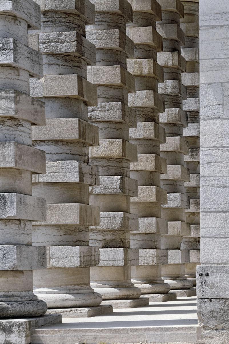 La photographie montre la colonnade de la maison du directeur de la saline.