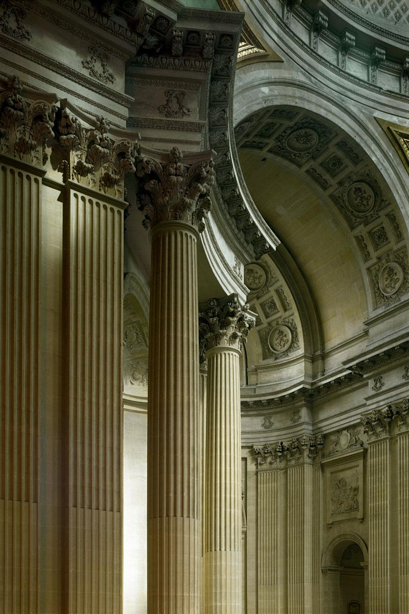 La photographie montre un détail d el'architecture intérieur de l'église.
