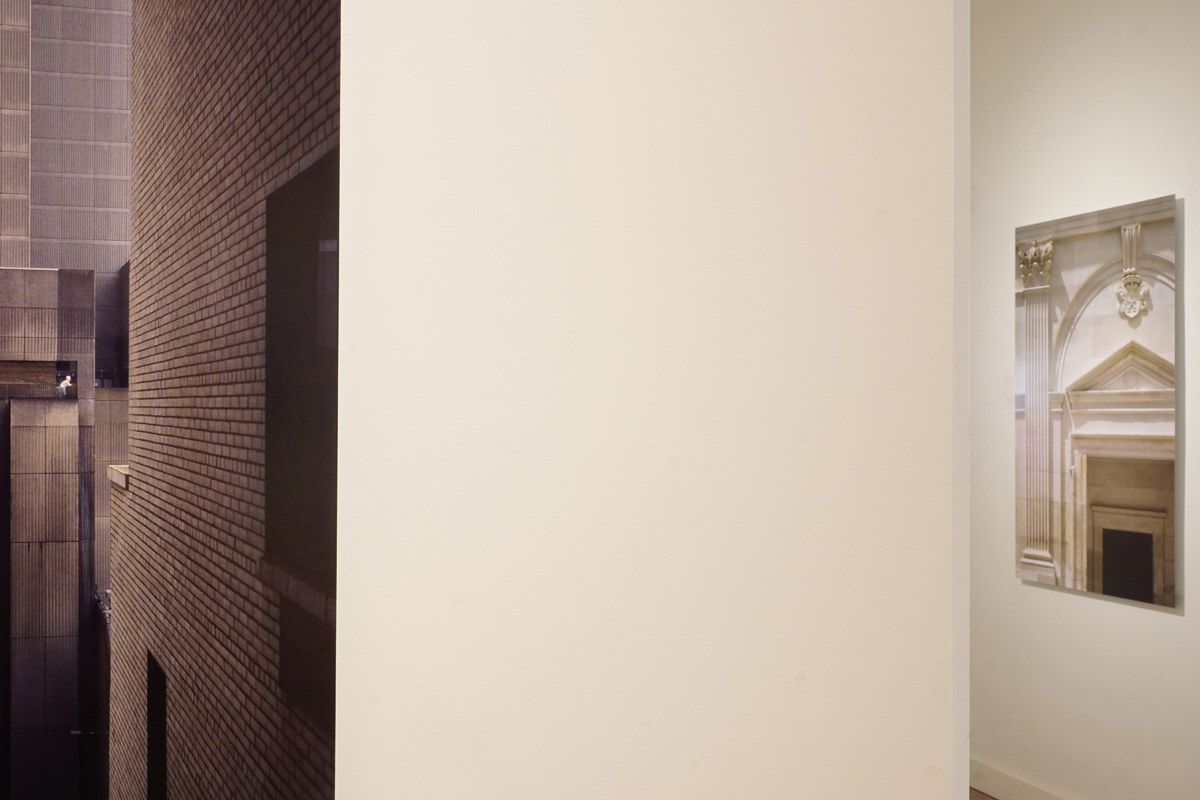 La photographie est une vue de la deuxième salle de l'exposition.