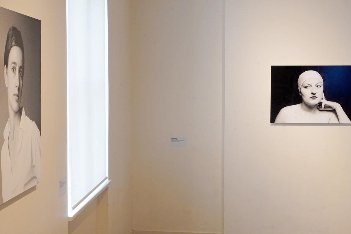 La photographie est une vue de la quatrième salle de l'exposition.