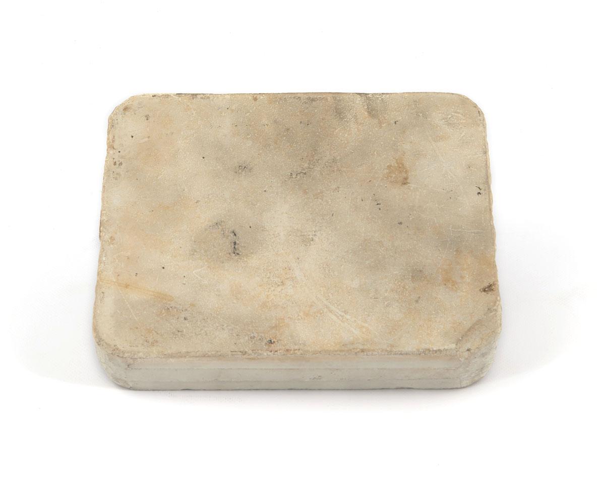 Vue du revers de la pierre lithographique.