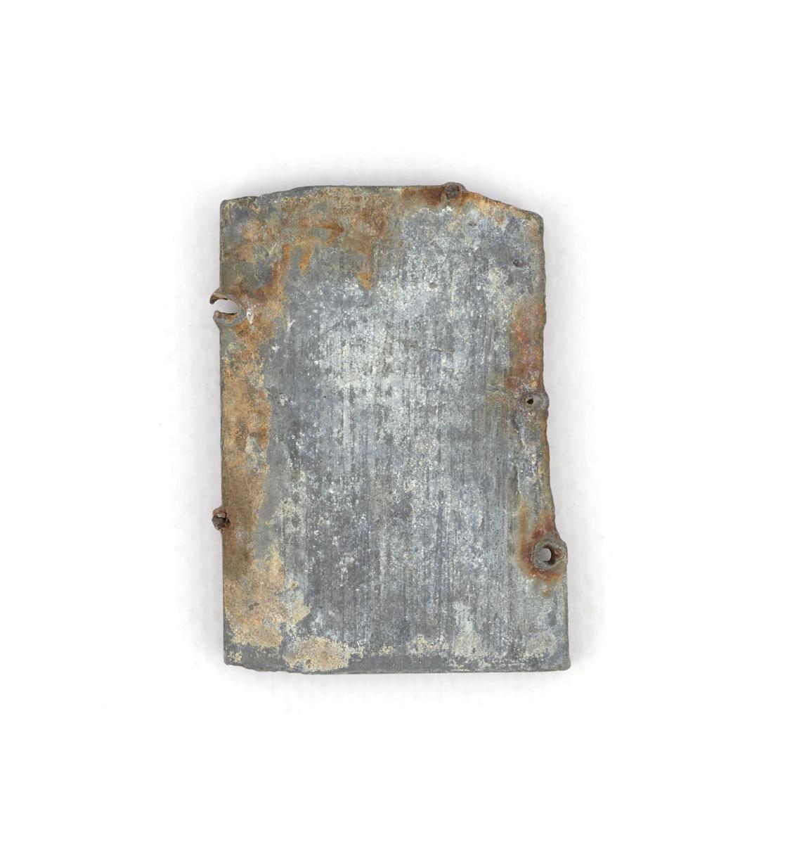 Vue du revers de la matrice de gravure figurant le foyer hygiénique « Godinette