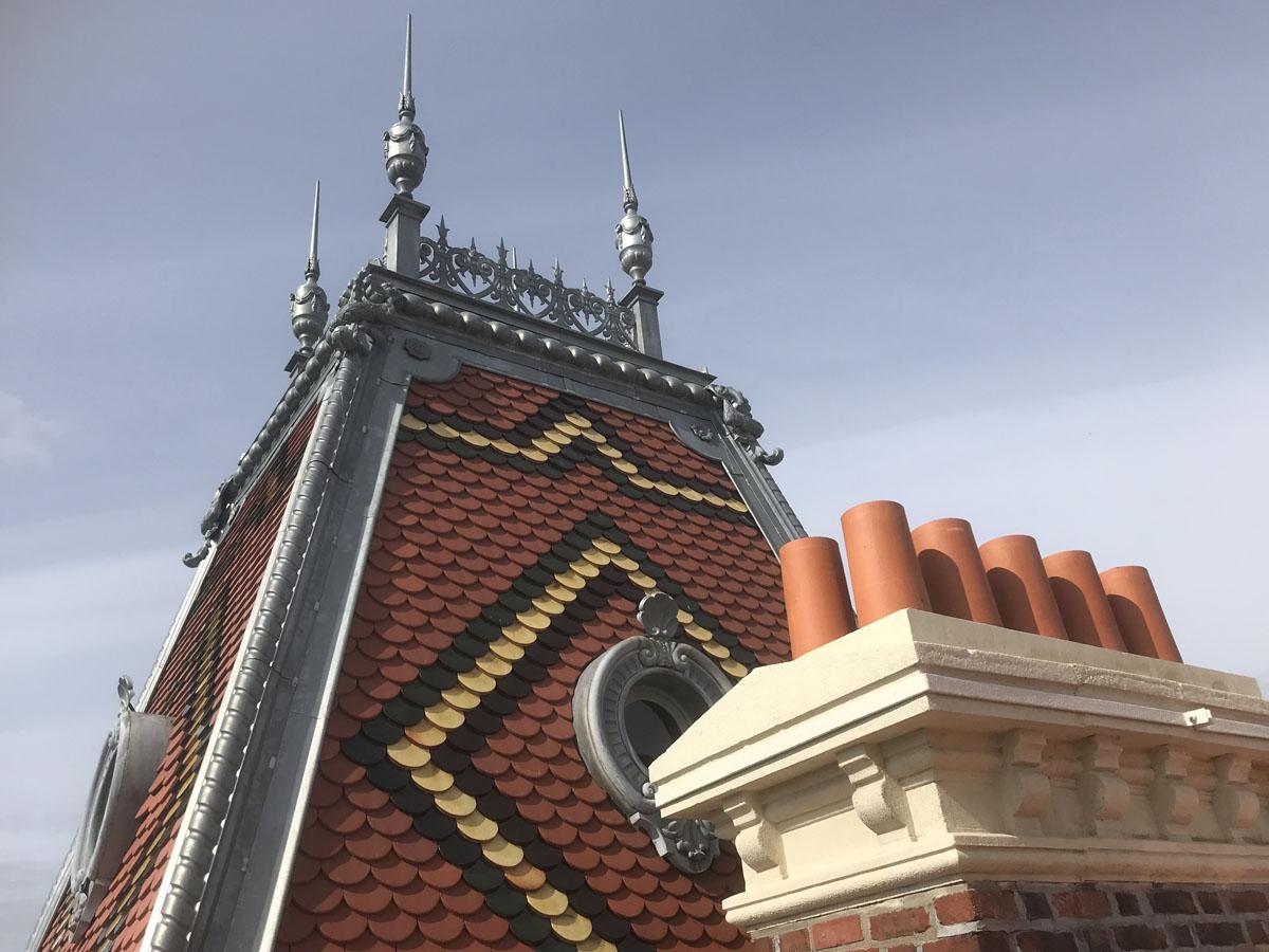 Vue d'une partie de la toiture de l'aile gauche du Familistère