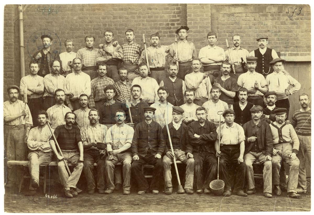 Portrait collectif d'ouvriers de fonderie