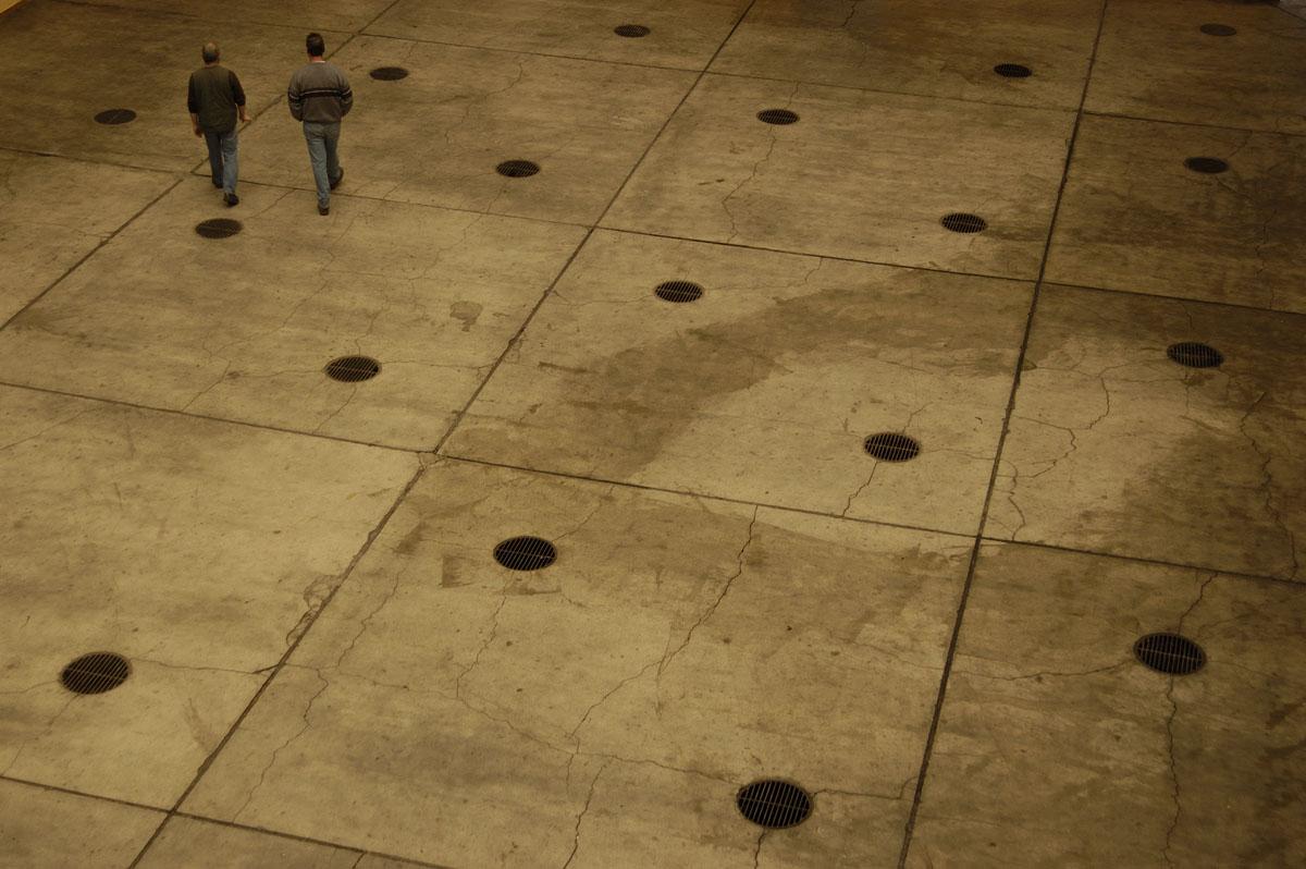 Vue plongeante sur le sol de la cour de l'aile droite du Familistère