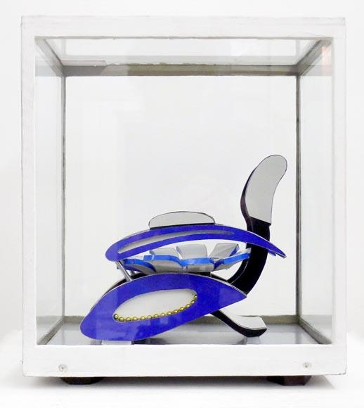 Vue de coté de la sculpture Fauteuil Dream-Gender