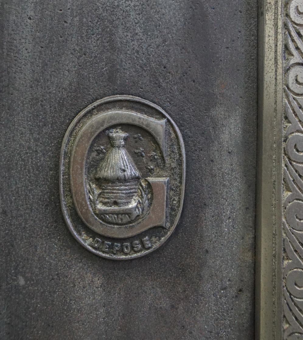 Vue d'un détail marque ruche cuisinière n°617 B